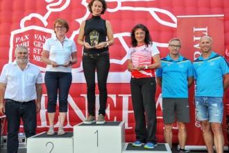 Rosemarie wieder am Podest beim Panoramalauf in Altenfeldenwieder